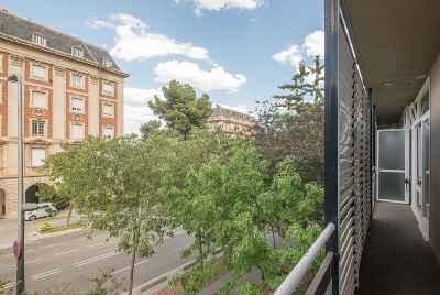 Огромная квартира в спокойном районе Барселоны